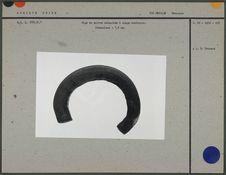 Tige de cuivre recourbée à usage monétaire